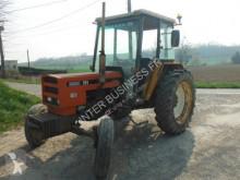 tracteur agricole Renault 781
