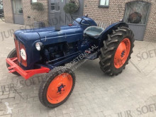 tracteur agricole Ford Dexta