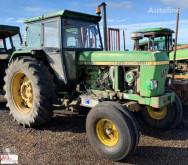 tracteur agricole John Deere 3140
