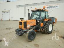 tracteur agricole Renault 750