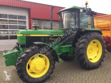tracteur agricole John Deere 3350