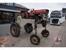 Tracteur enjambeur Massey Ferguson