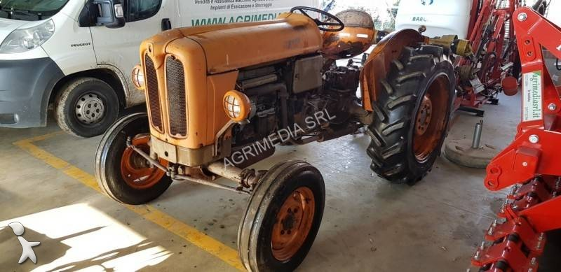 tracteur agricole fiat 411 r occasion n 2381986. Black Bedroom Furniture Sets. Home Design Ideas