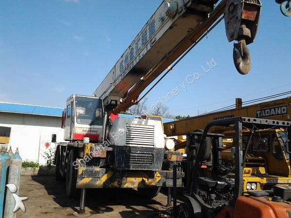 Kato KR35H crane