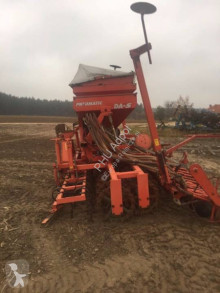 Kverneland Accord Pneumatic agricultural implements