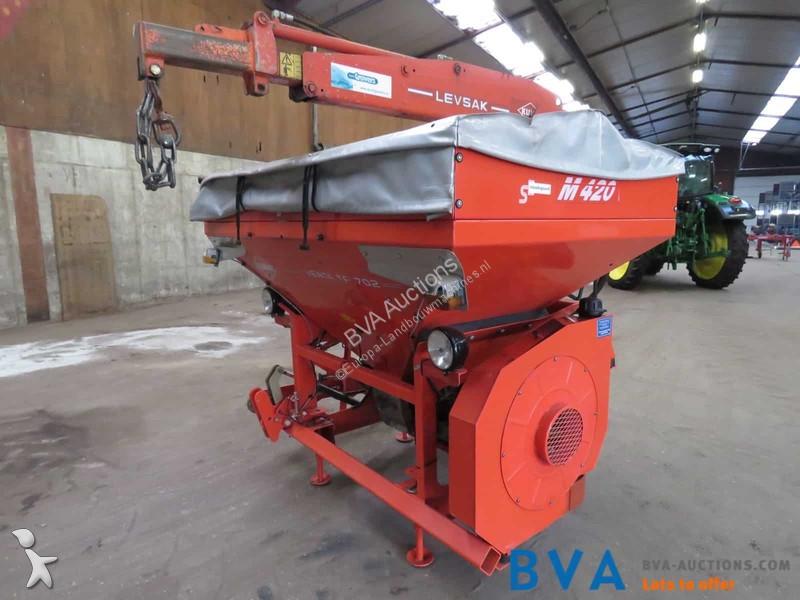 Kuhn Venta TF 702 crop dusting