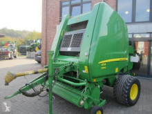 John Deere Medium density baler