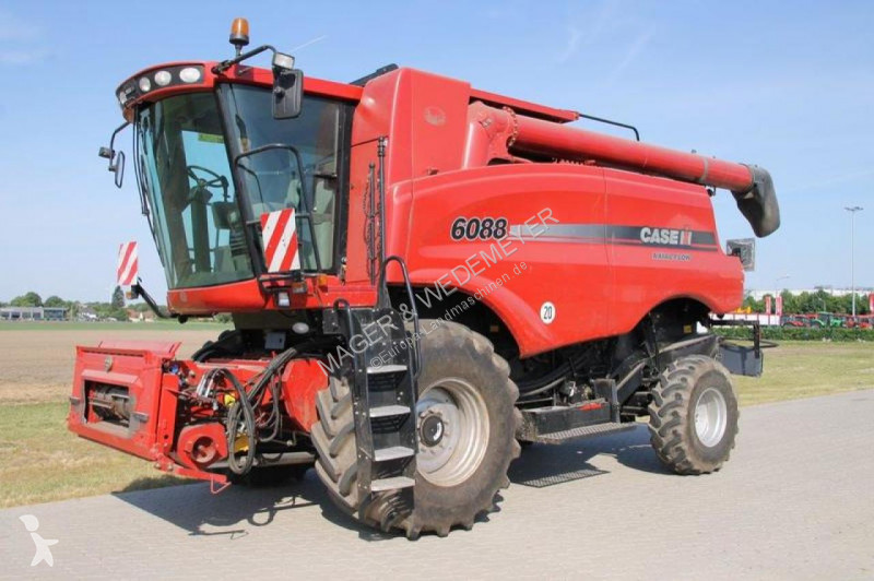 Case IH AXIAL FLOW 6088 harvest