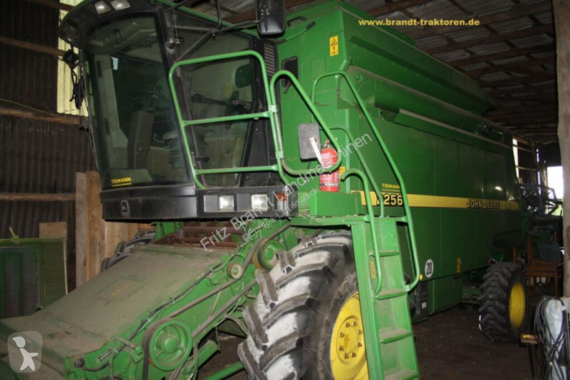 View images John Deere 2256 harvest