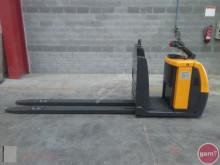 Jungheinrich ECE 225 pallet truck