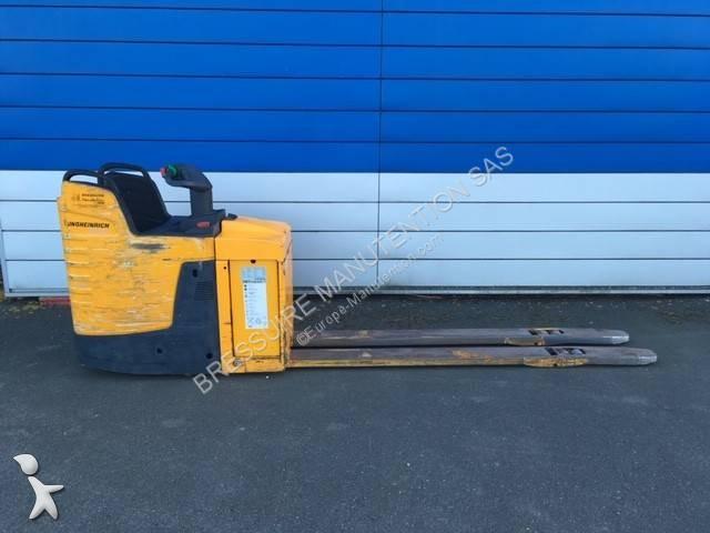 Jungheinrich ERE 225 pallet truck