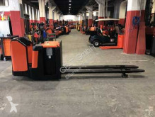 BT LPE 240 // 2.400 mm lange Gabeln / Initialhub pallet truck