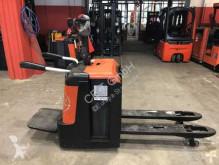 pallet truck BT LPE 240/S // 1.150 mm lange Gabeln / Plattform klappbar
