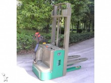 Dragon Machinery pedestrian stacker