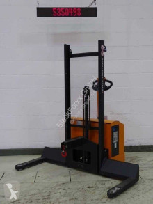 Hubtex stacker