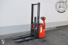 Linde L10B stacker