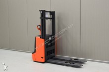 Linde L 10 /23171/ stacker