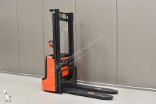 Linde L 12 /23242/ stacker