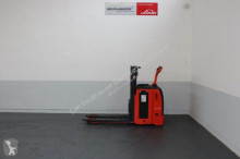 Linde L12LHP stacker