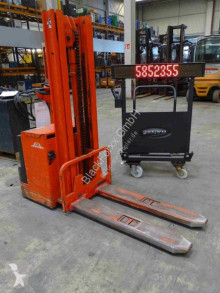 Linde L12 stacker