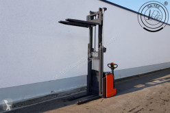 Linde L20 stacker