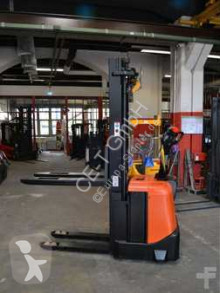 BT SPE 160 // 2.152 Std. / HH 5.400 mm / FH 1.700 mm / Triplex stacker