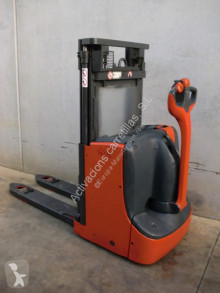 Linde D 08 stacker