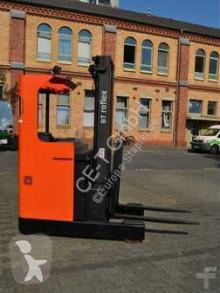 chariot à mât rétractable BT RRE 140 M // 2.368 Std. / Seitenschieber / 3. Ventil / HH 5.700 mm / FH 1.750 mm / Triplex