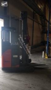 wózek z wysuwanym masztem Fenwick-Linde Chariot élévateur latéral électrique Fenwick R14