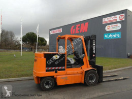 Carer electric forklift