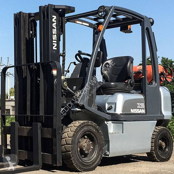 View images Nissan UD02A25PQ Forklift