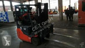 chariot élévateur Toyota 8FBEKT16 // Seitenschieber / Zinkenverstellgerät / HH 3.000 mm / FH 1420 mm / Duplex / Containerfähig