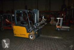 chariot élévateur Jungheinrich EFG 218 // Seitenschieber / Zinkenverstellgerät / 3.+4. Ventil / Containerfähig / Batt. Bj. 2012 / HH 4.500 mm / FH 1.400 mm / Triplex