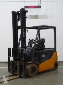Toyota 8fbmt30 Forklift