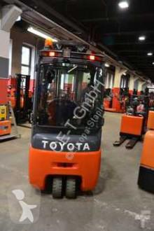 Voir les photos Chariot élévateur Toyota // 1.401 Std. / Seitenschieber / 3. Ventil / HH 6.000 mm / FH 2.000 mm / Triplex
