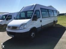 Ver as fotos Camioneta Iveco 50C17  22 places + 1 place