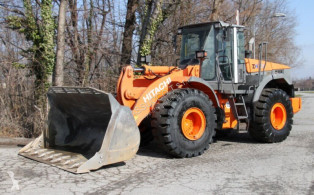 Hitachi ZW220 loader