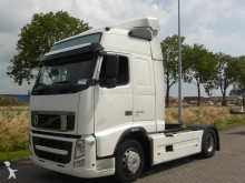 Volvo FH 13.460 EEV 2X TANK 2X BED tractor unit