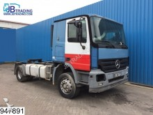 Mercedes Actros 1844 Truck is running, but are missing pa tractor unit