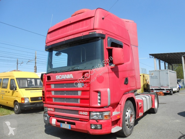 Scania 124-440 tractor unit