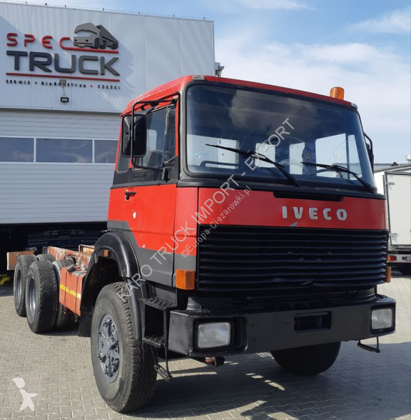 Vedeţi fotografiile Cap tractor Iveco 330.35, 6x6, Steel/Steel, Cooled water, Big axles