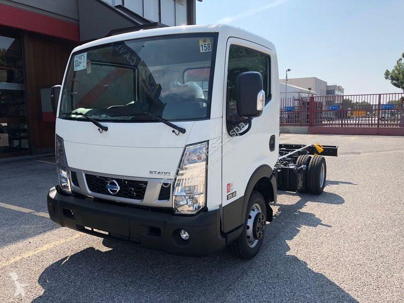 Voir les photos Tracteur Nissan Nissan NT 400 35.13/2 CP