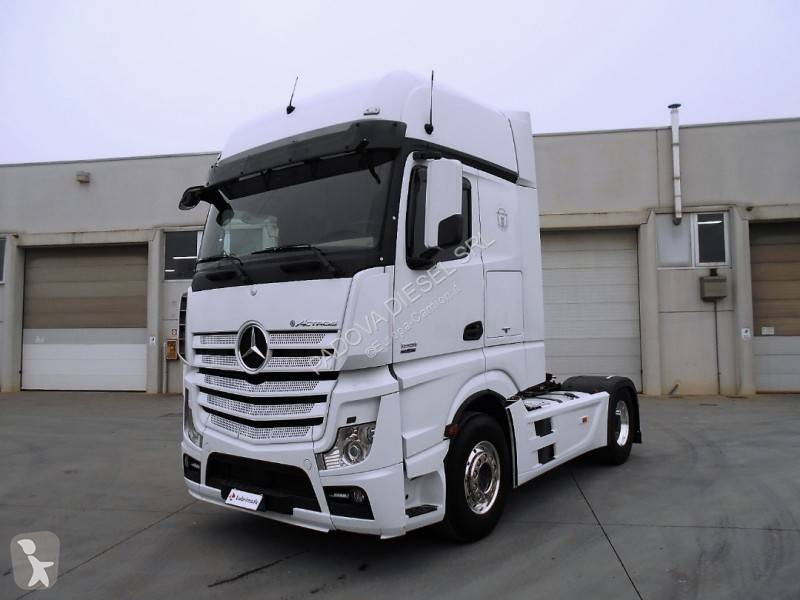 Used Mercedes Actros tractor units