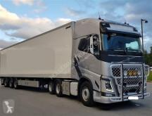 autoarticolato furgone Volvo