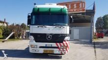 View images Mercedes tractor unit