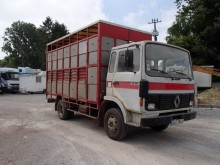 ciężarówka do transportu zwierząt Renault