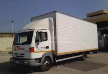 otros camiones Nissan