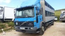 camión para ganado Volvo