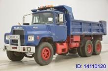 camión Mack DM609.6X4