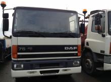 camión caja abierta DAF